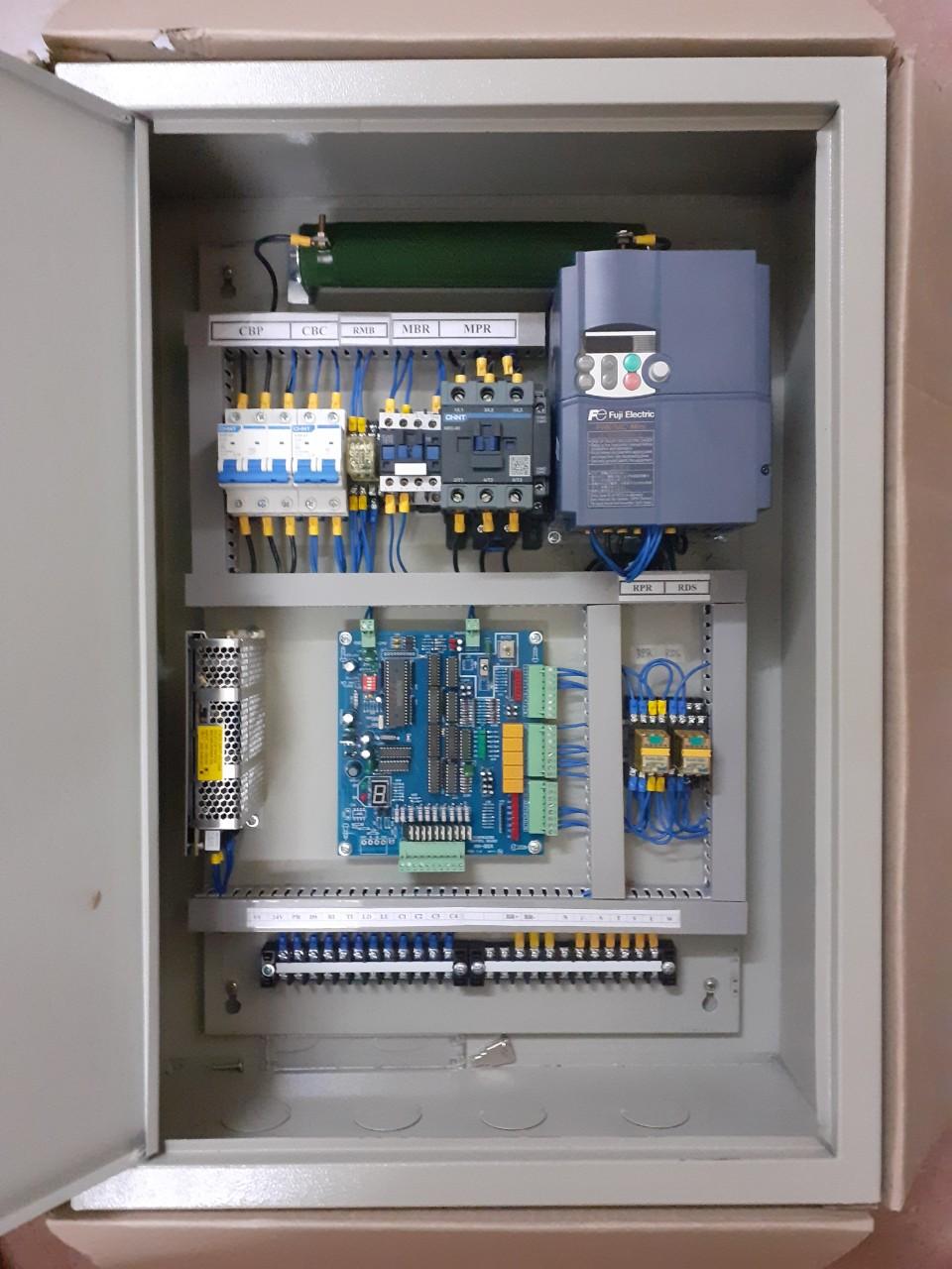 Tủ điện thang hàng