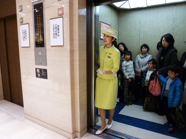 Văn hoá đi thang máy của người Nhật Bản